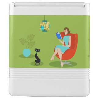 Retro Reading Woman Igloo Can Cooler