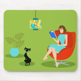 Retro Reading Woman Mousepad