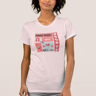 Rétro rouge de ferme d'Aqua rustique moderne T-shirts