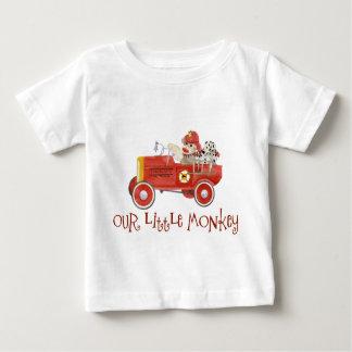 Rétros cadeaux de bébé de pompe à incendie du tee shirts