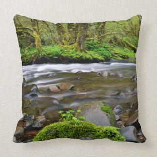 River in green forest, Oregon Throw Pillow