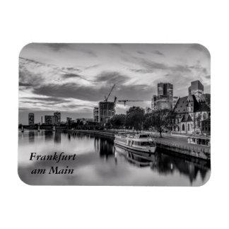 River Main in Frankfurt Magnet