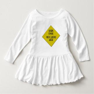 Robe d'enfant en bas âge de bavardage pas