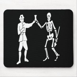 Roberts pirate flag mouse mat