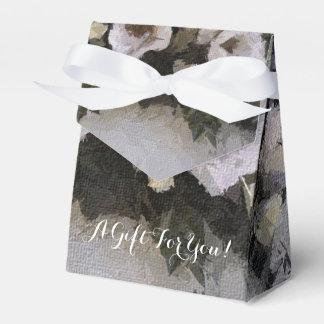 Romantic Flowers | Roses on Lavender Favor Box