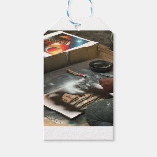 ROME SPRAYPAINT SCENERY GIFT TAGS