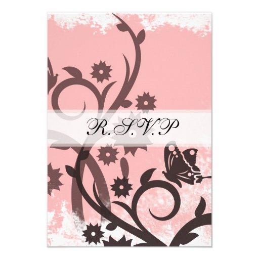 Rose et carte du papillon RSVP de Brown Invitations
