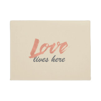 Rose gold-look Love script design Doormat