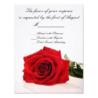 Rose rouge épousant la carte de RSVP Carton D'invitation 10,79 Cm X 13,97 Cm