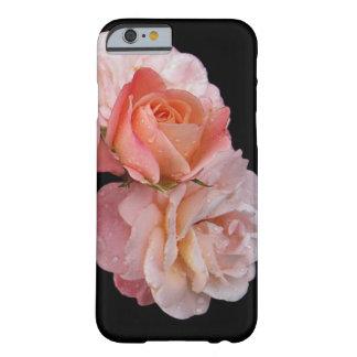 Roses de pêche sur l'arrière - plan noir coque iPhone 6 barely there