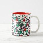 Rouge floral, aqua et tasses pourpres