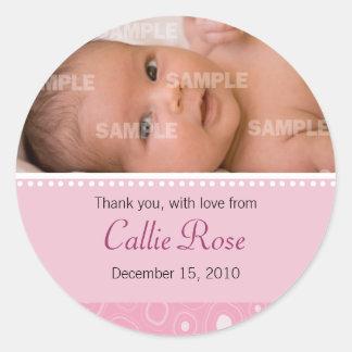 Rougissent le message rose de bébé de boule de sticker rond