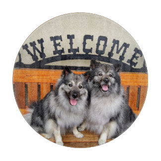 """Round Keeshond """"Welcome"""" cutting board"""
