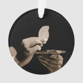 ROUND ORNAMENT W/HAND HOLDING THE EUCHARIST.