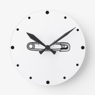 safety pin 1 round clock