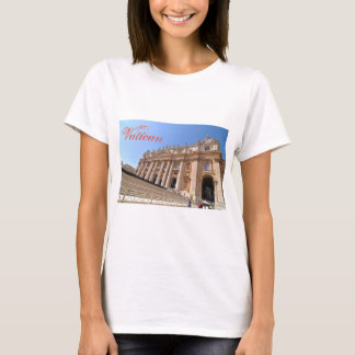 San Pietro basilica in Vatican, Rome, Italy T-Shirt