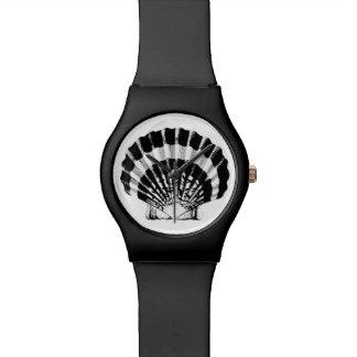 Scallop Shell - black and white Wrist Watch