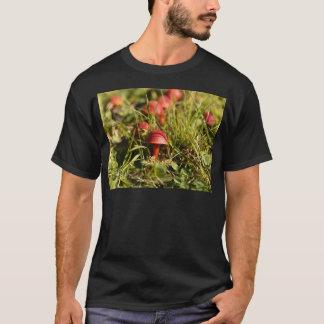 Scarlet hood fungi, Hygrocybe coccinea T-Shirt