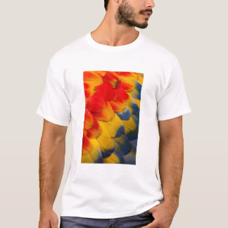 Scarlet Macaw feathers close-up T-Shirt