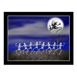 Scène éclairée par la lune de partie de Halloween Cartes Postales