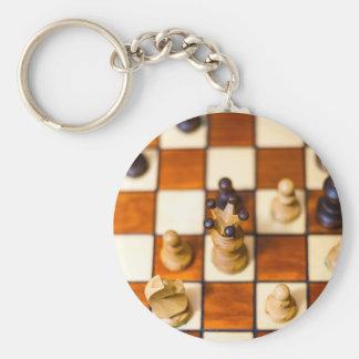 Schachbrett mit Dame im Vordergrund Keychain