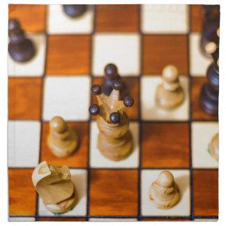 Schachbrett mit Dame im Vordergrund Napkin