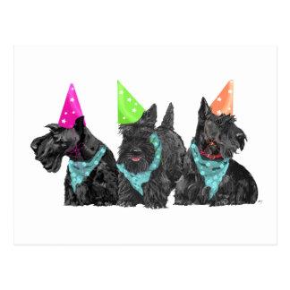 Scotties de célébration dans des chapeaux de carte postale