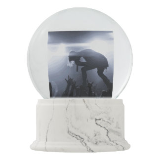 Scream it out! snow globe