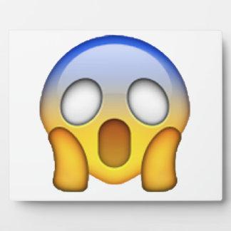 Screaming - Emoji Plaque
