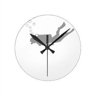 scuba diving round clock