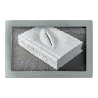 Sculptures designs rectangular belt buckle