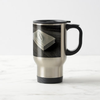 Sculptures designs travel mug