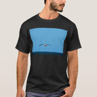 SEAGULL IN FLIGHT QUEENSLAND AUSTRALIA T-Shirt