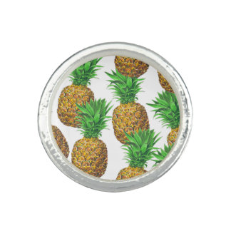 Seamless pattern with pineapples rings