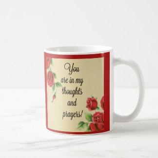 Sentiment de pensées et de prières de roses rouges mug