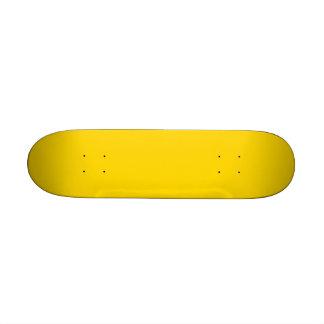 Seulement arrière - plan jaune citron de couleur planches à roulettes customisées