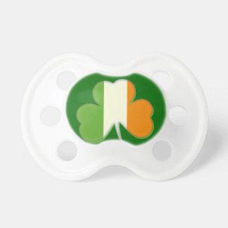Shamrock irlandais de drapeau tétines pour bébé