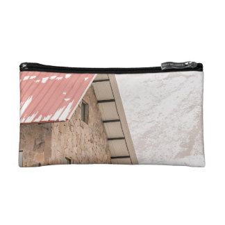 Shelter at Chimborazo Mountain in Ecuador Makeup Bags