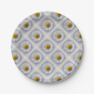 shining white daisy paper plate
