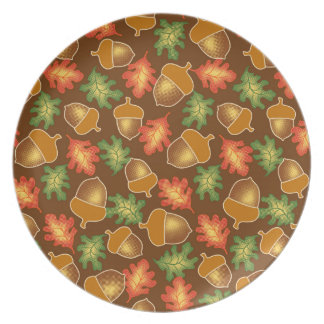 Shiny autumn atmosphere with acorns and oak leaf party plates