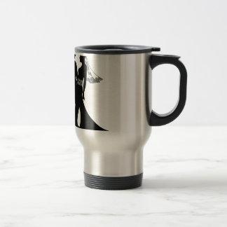 Silhouette de couples de mariage de jeunes mariés mug à café