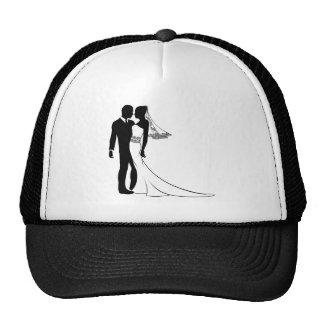 Silhouette de jeunes mariés casquettes de camionneur
