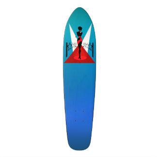Silhouette élégante de femme sur le tapis rouge plateaux de skate