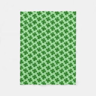 Simple lucky shamrock pattern fleece blanket
