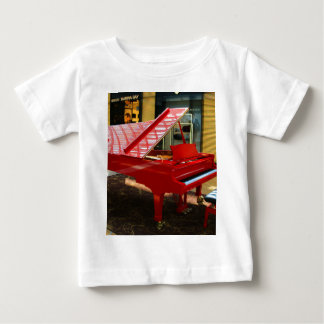 Simply red: grand piano baby T-Shirt