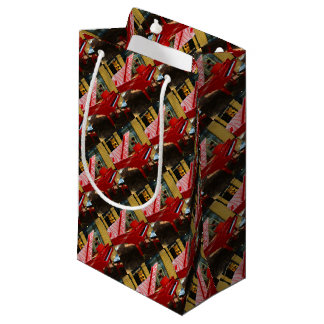 Simply red: grand piano small gift bag