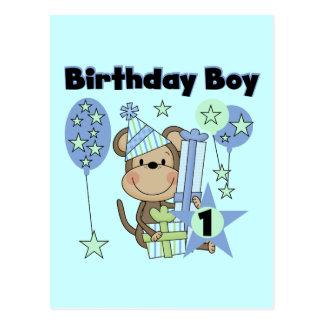 Singe de garçon avec le ęr anniversaire de cadeaux cartes postales