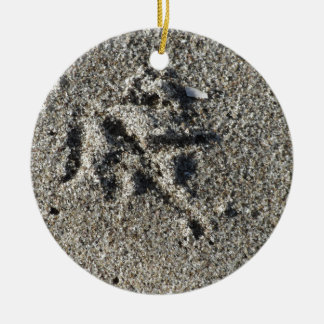 Single footprint of seagull bird on beach sand round ceramic ornament