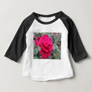 Single red rose flower with water droplets baby T-Shirt