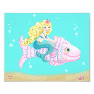 Sirène mignonne sur un poisson rose impression photo